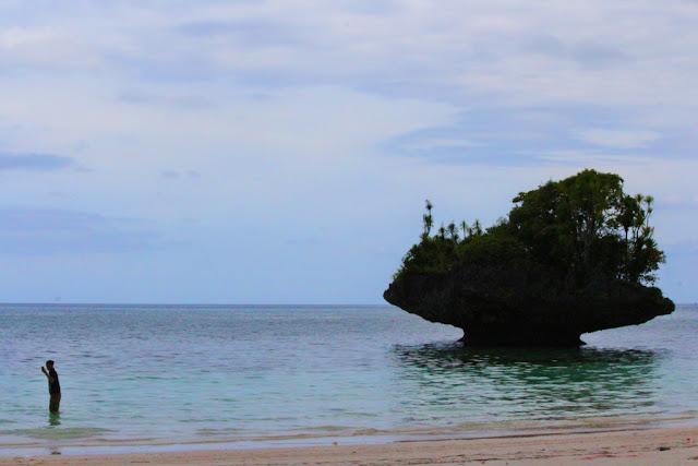 karang bentuk ufo di pantai kasuso