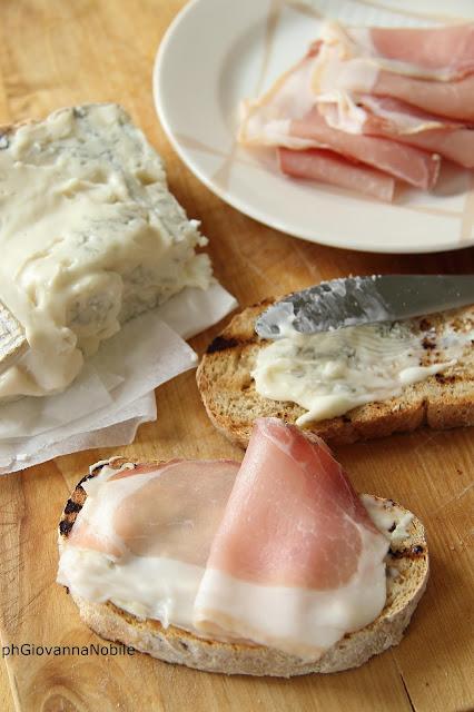 Bruschette con Lardomagro Lenti, gorgonzola e miele