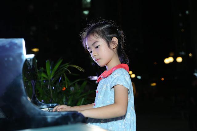 Học viên trường nhạc SMS biểu diễn độc tấu piano