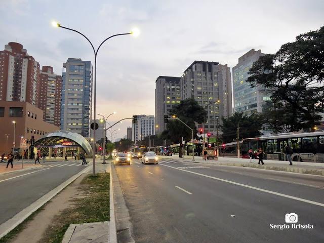 Vista ampla de parte da Avenida Ibirapuera - Moema - São Paulo