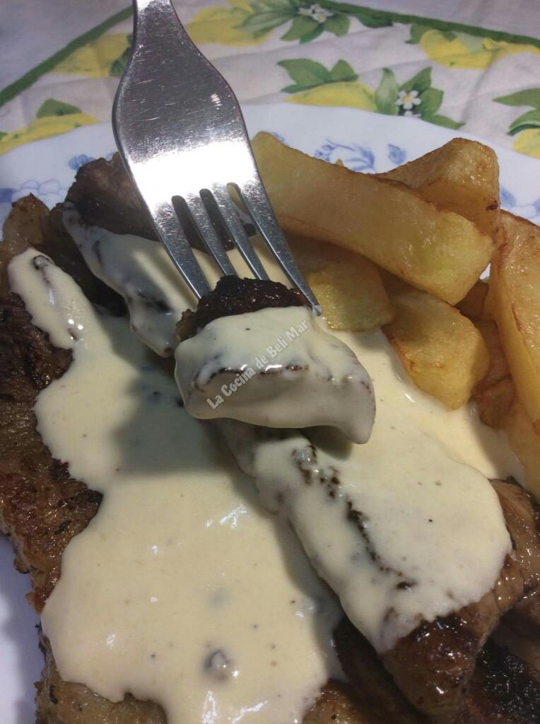 La cocina de beli mar churrasco de ternera a la plancha con salsa a la pimienta y patatas fritas - Salsa para ternera a la plancha ...