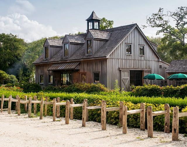 Nằm ở thành phố West Cape May, bang New Jersey, Mỹ, Beach Plum Farm trải rộng trên khu đất 62 Acres với hàng trăm loại rau quả, gia súc… cung ứng hầu hết nông sản Organic cho chuỗi nhà hàng và quán cà phê đông khách trên khắp nước Mỹ.