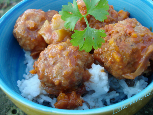 Turkish baharat meatballs with lentil pilaf by Laka kuharica: flavorful and tasty.