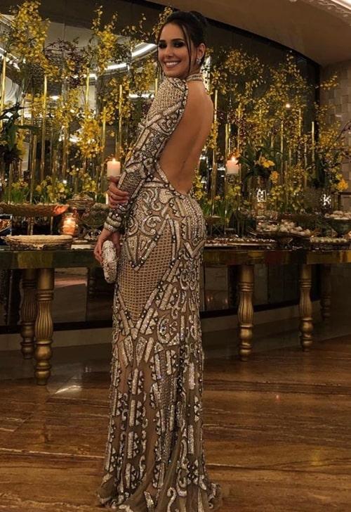 vestido manga longa bordado com decote nas costas para formanda
