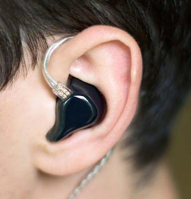 Memakai Headset