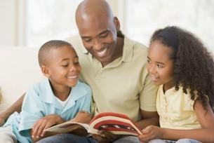 بهذه الخطوات ساعد طفلك على القراءة