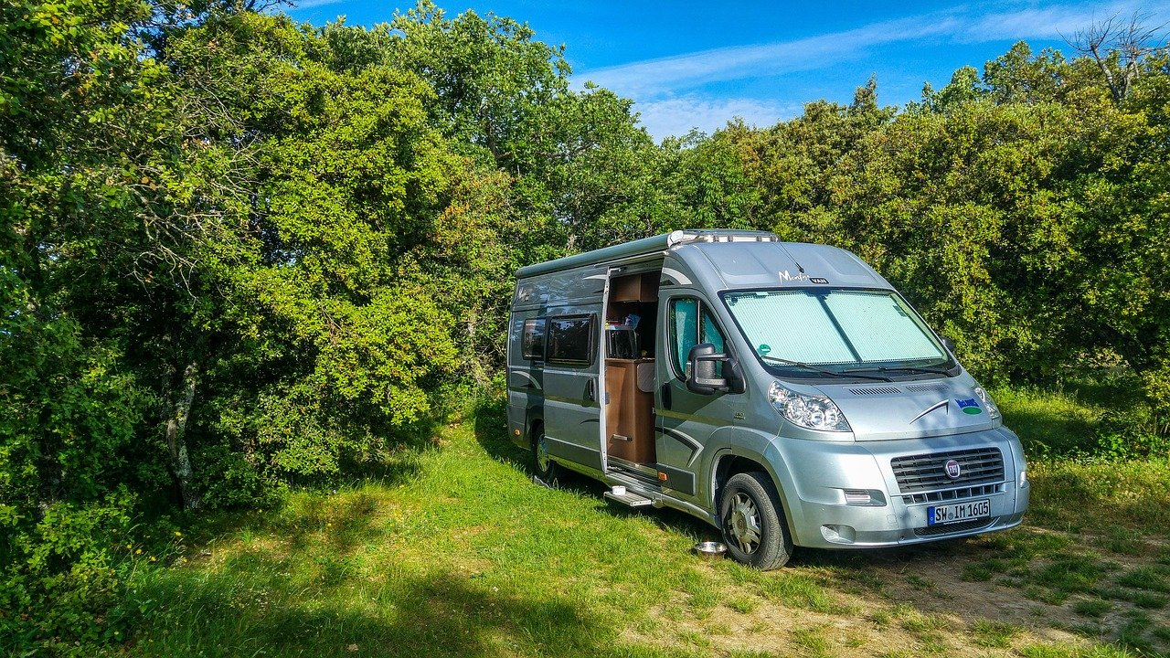 Guide to Campingin the Great Smoky Mountains, camper van