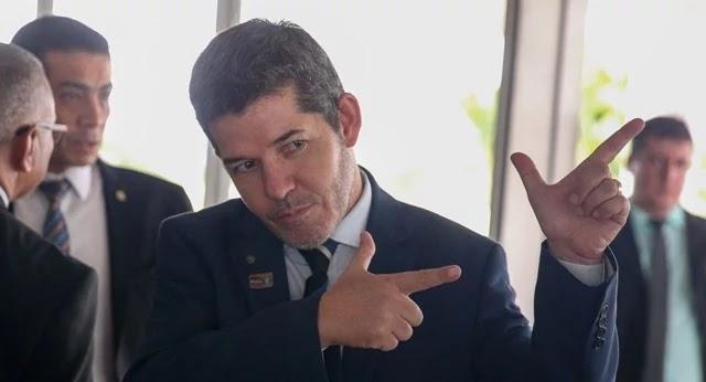 """O líder do PSL na Câmara, deputado Delegado Waldir (PSL-GO), chama Jair Bolsonaro de """"vagabundo"""" e diz que vai """"implodir o presidente"""""""