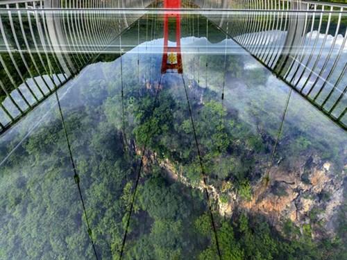 สะพานกระจกฉิงเทียน (Qingtian Glass Bridge: 清远擎天玻璃桥) @ www.xhly20.com