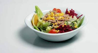 Ton Balığı Salatası Nasıl Yapılır? Ton Balıklı Salata Tarifi