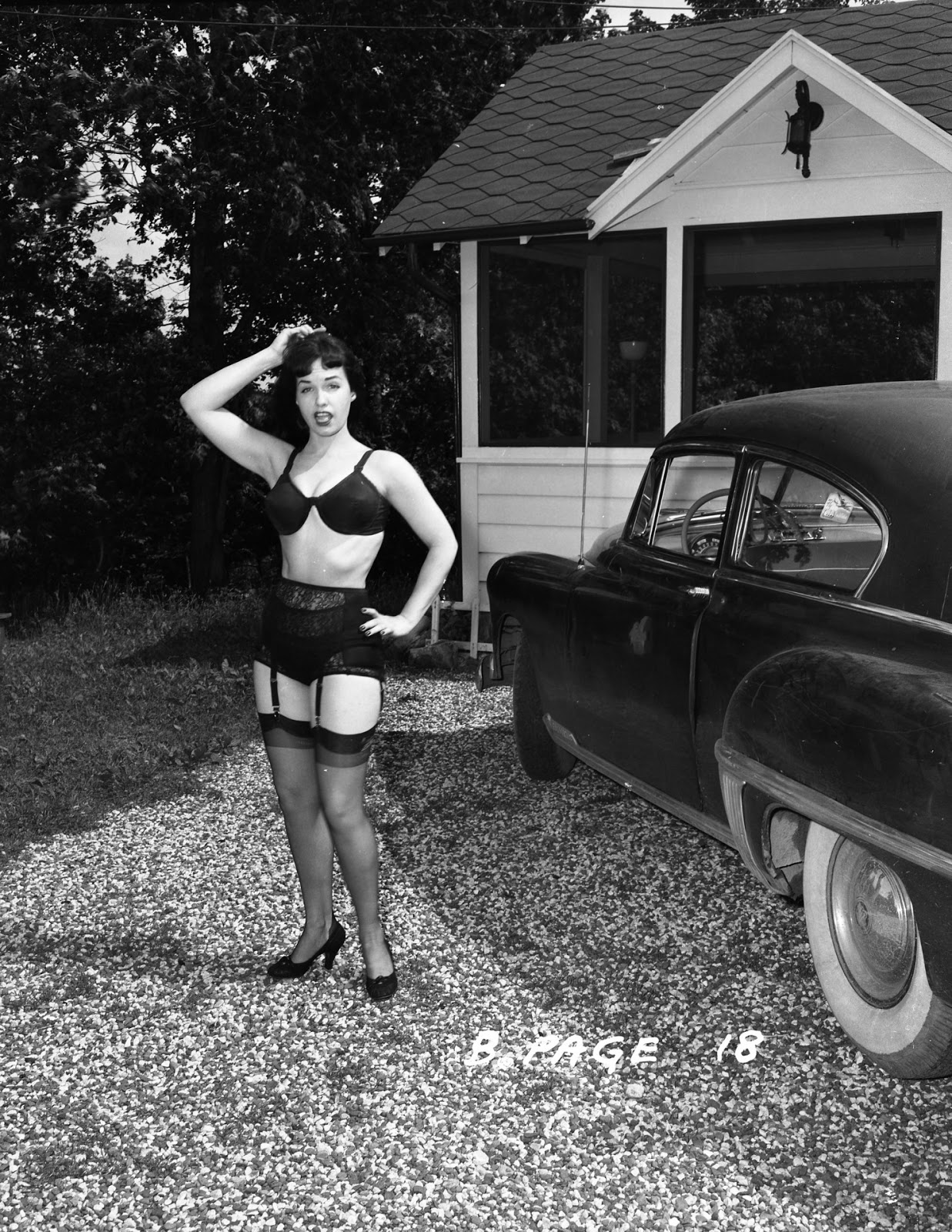 Betty Page Photos: These Rare Photographs Of '50s Pinup Queen Bettie Page