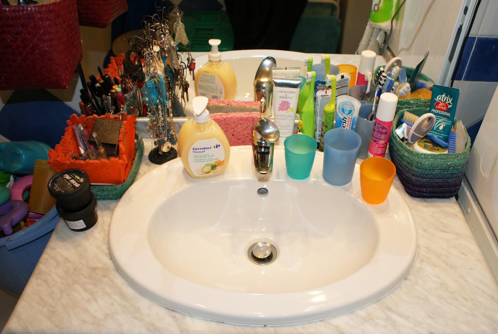 lily beautips ma salle de bain et mes rangements maquillage. Black Bedroom Furniture Sets. Home Design Ideas