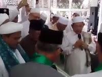 (Video) Kyai Sepuh NU Baiat Habib Rizieq sebagai Imam Besar Umat Islam Indonesia