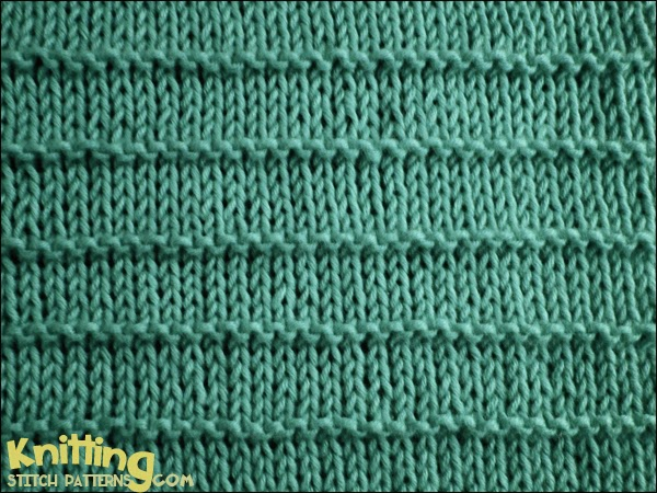 The garter stitch stripe is a simple stitch that is perfect for new knitters. knittingstitchpatterns.com