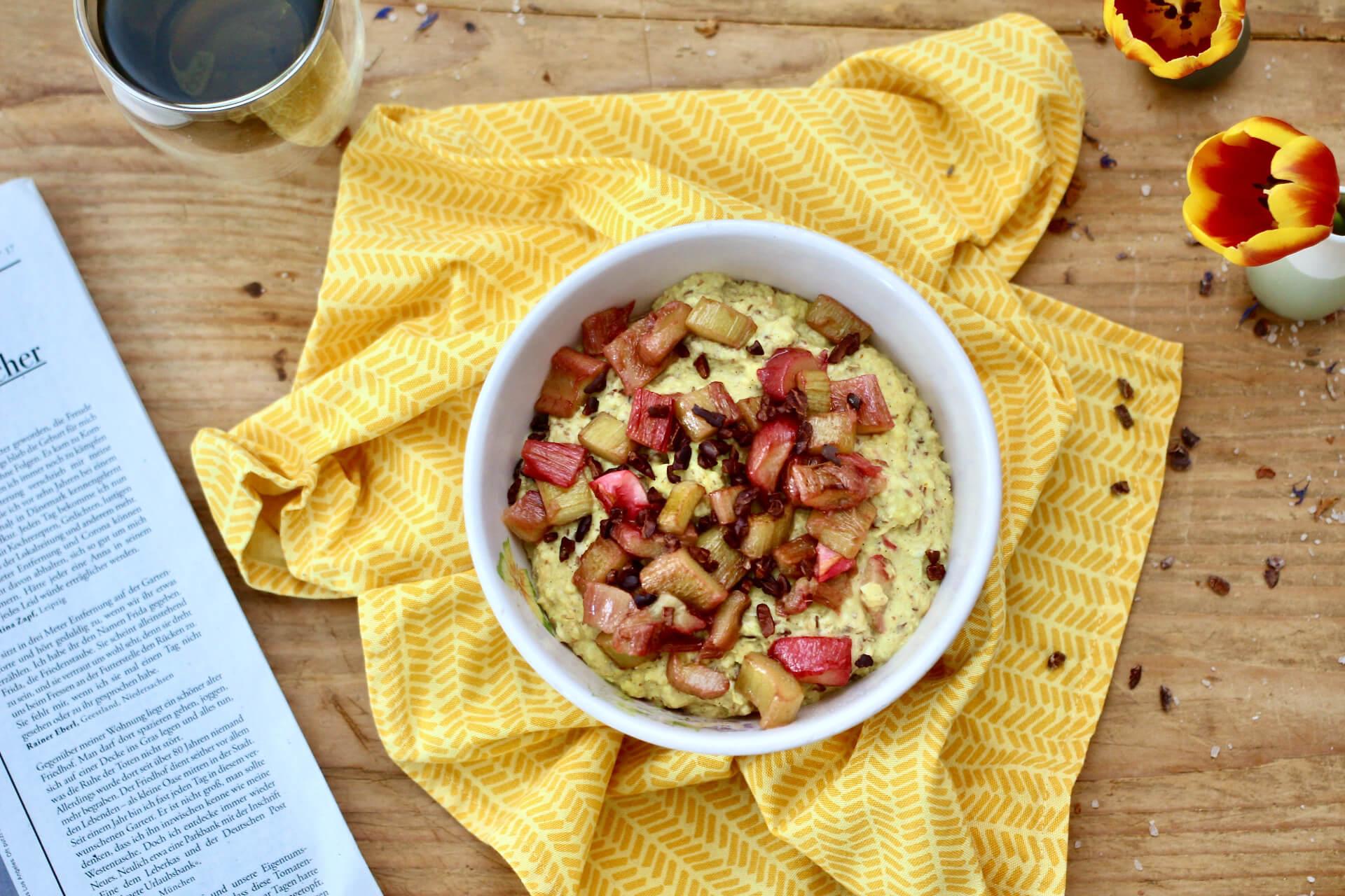 Porridge mit Rhabarber