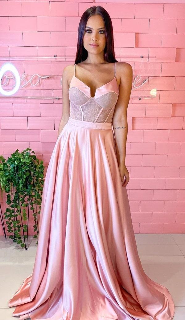 vestido longo rose com saia fluida e corselete
