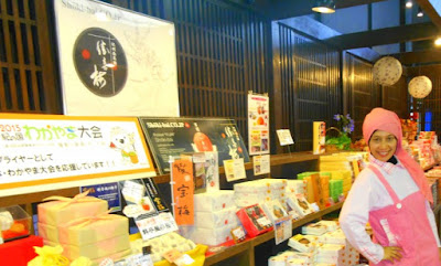 Momen Ter-WOW di Wakayama Kuroshio Ichiba Tuna Filleting Show