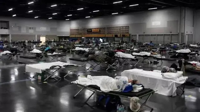 People sleep at a cooling center set up in Portland, Oregon. Photo: Reuters