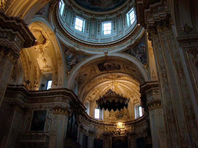 Wnętrze katedry S. Alessandro