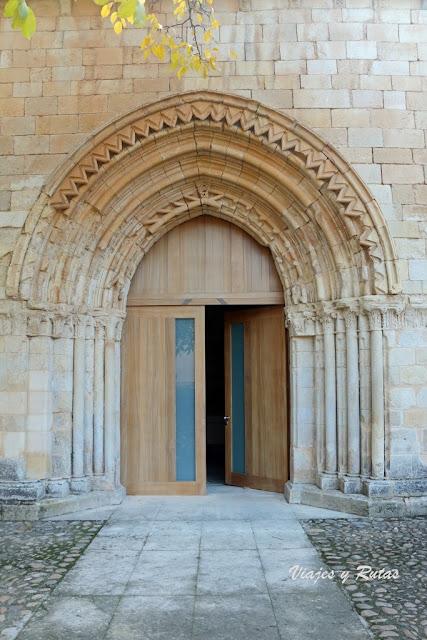 Portada de la iglesia de San Andrés del Arroyo