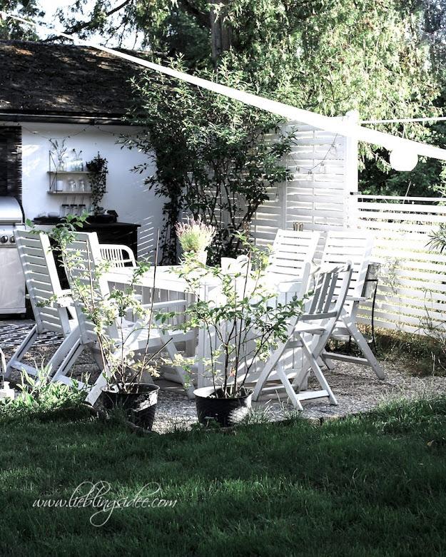 Garten Essecke Gartenmöbel weiss Outdoorküche