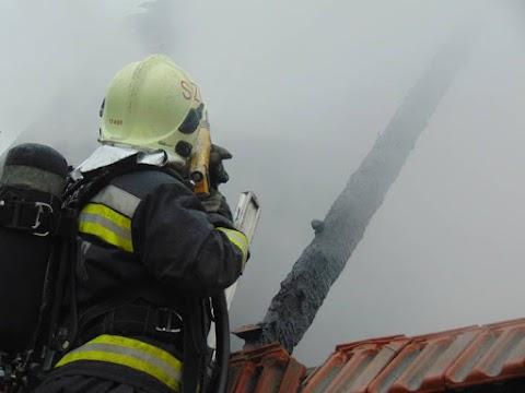 Mindene odalett a tűzben a tenyői családnak! Ön is segíthet nekik talpra állni