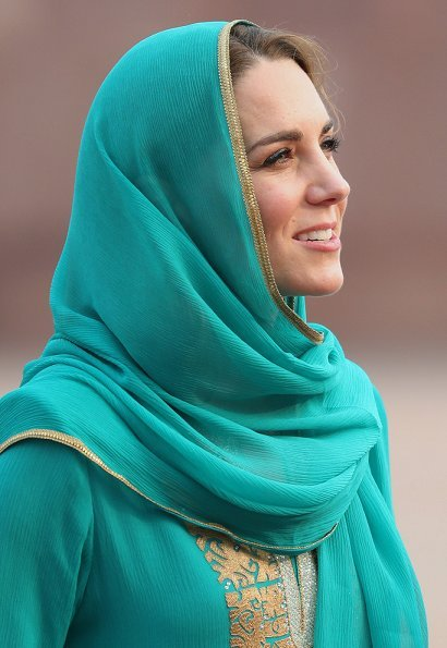 The Duchess wore a Shalwar Kameez by Pakistani textile company Gul Ahmed and a shawl by Maheen Khan