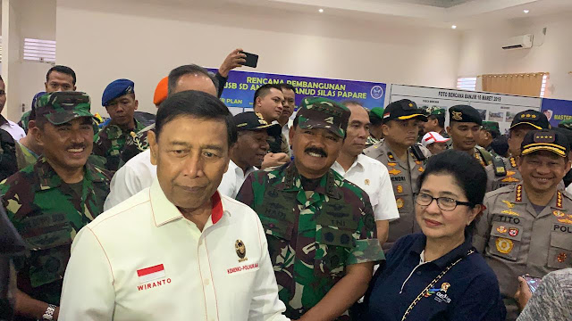 TNI Kerahkan Pesawat Hercules dan Helikopter Angkut Pengungsi Di Wamena