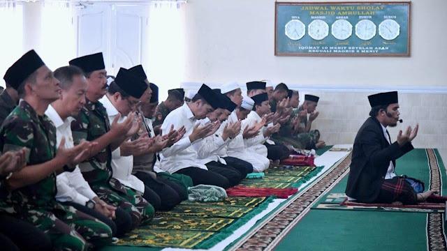 Presiden Sholat Istisqa di Masjid Amrullah