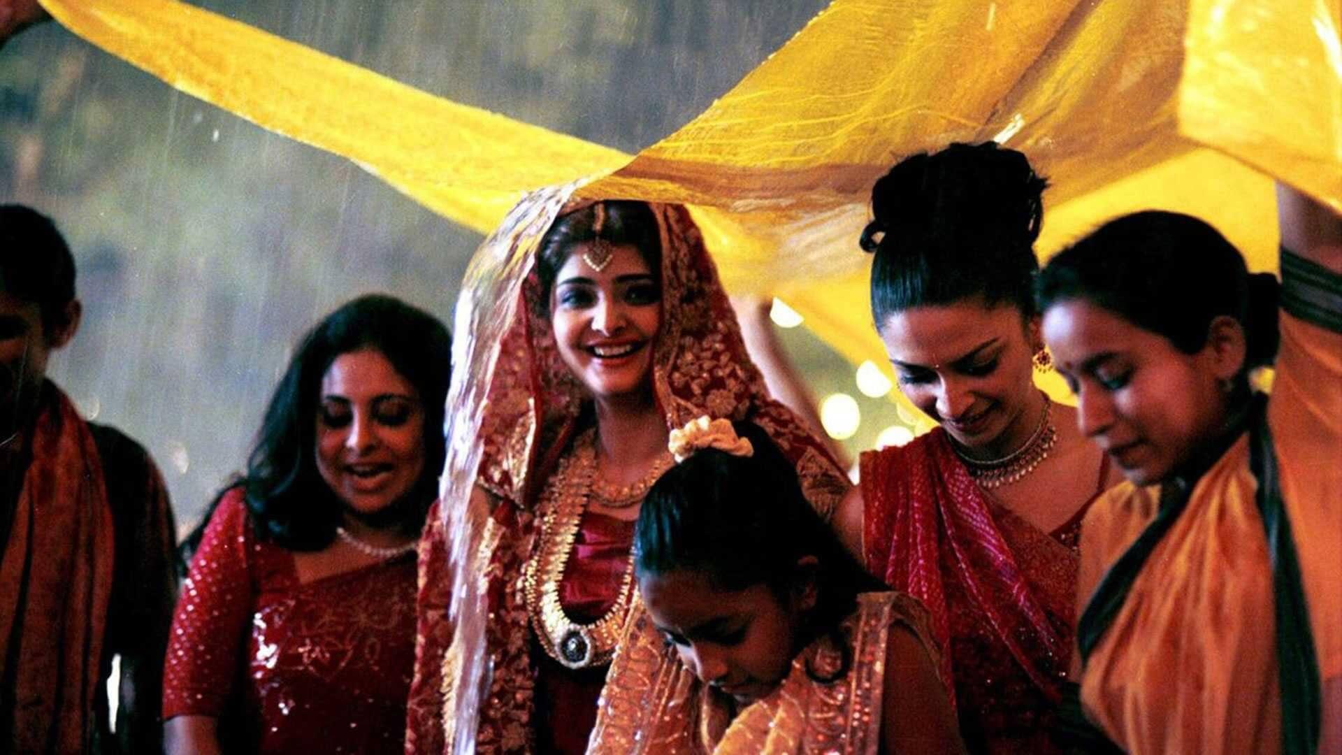 Monsoon Wedding - Café com Net