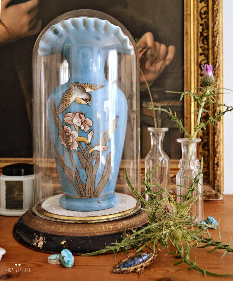Decorar con fanales de cristal esta a la última por eso veremos diferentes combinaciones para estos objetos de cristal tan bonitos
