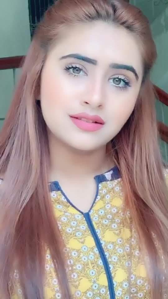Minahil Malik 8