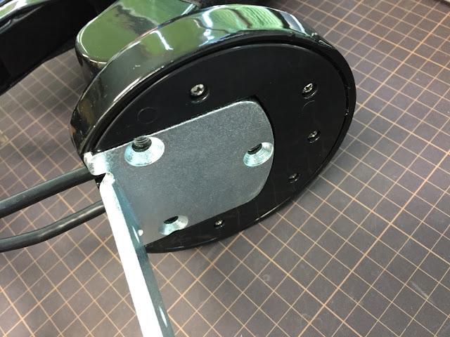 LGの29インチ曲面モニター+Loctekのモニターアームで快適なモニター環境を実現!広々してとても良い感じ。