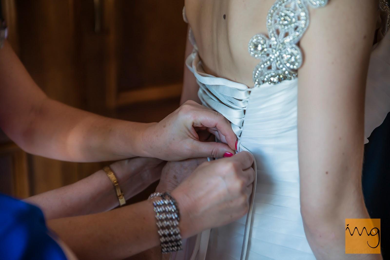 Foto detalle de los preparativos de la novia
