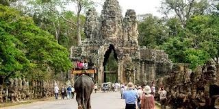 La porte Sud d'Angkor Thom 1 km de temple D'Angkor Vat