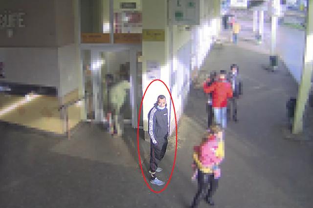 Táskát lopott a gyöngyösi buszpályaudvaron, keresik a rendőrök