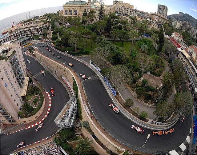 Andar pelas ruas de Fórmula 1 em Mônaco