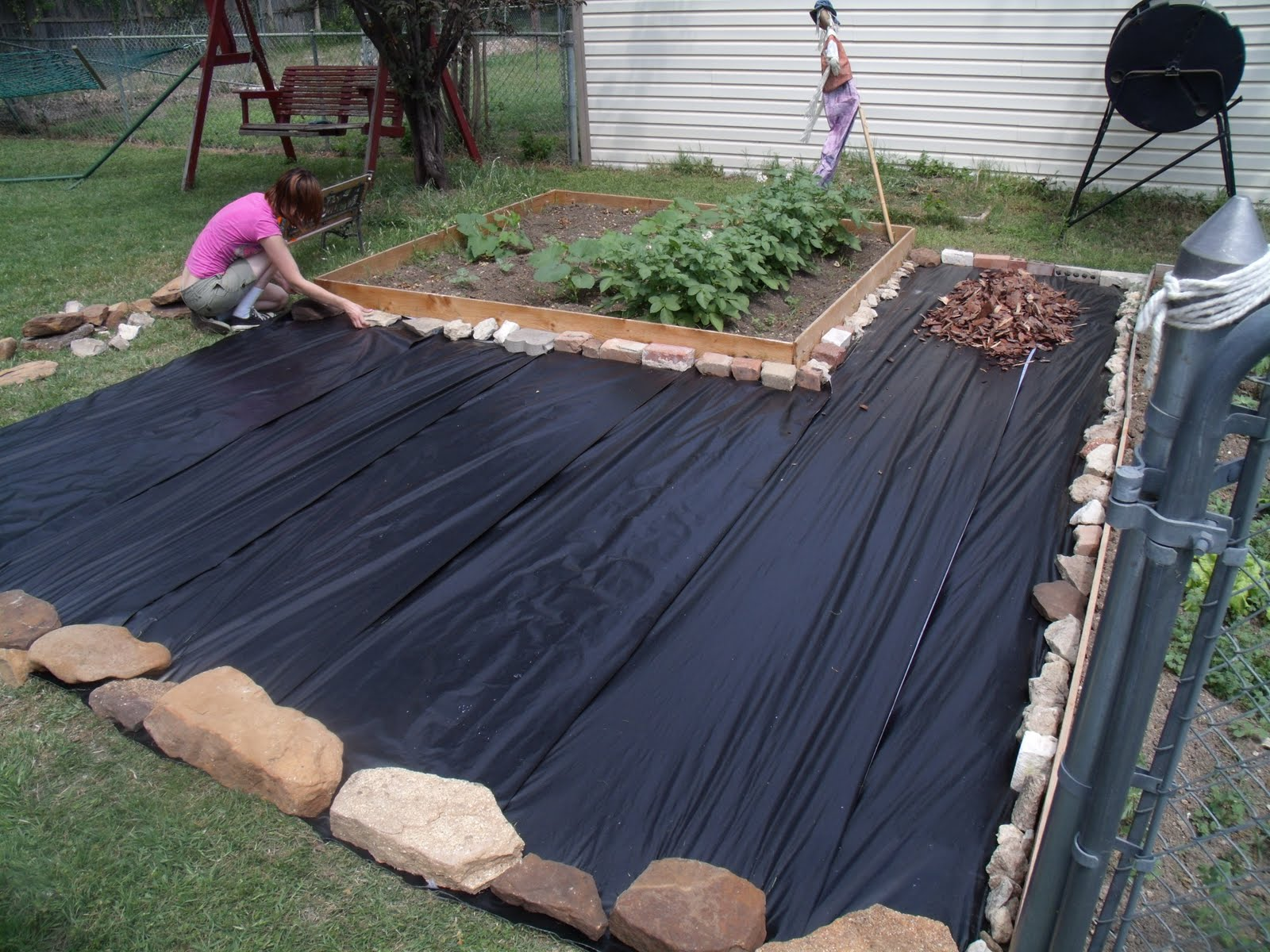 Backyard makeover on a budget - One Mama's Daily Drama on Patio Makeovers On A Budget id=40378