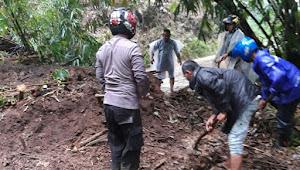 Hujan, Sebabkan Longsor di Kecamatan Banjarwangi Kabupaten Garut