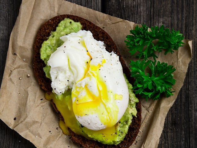 8 Healthy Ways to Eat Toast for Every Meal