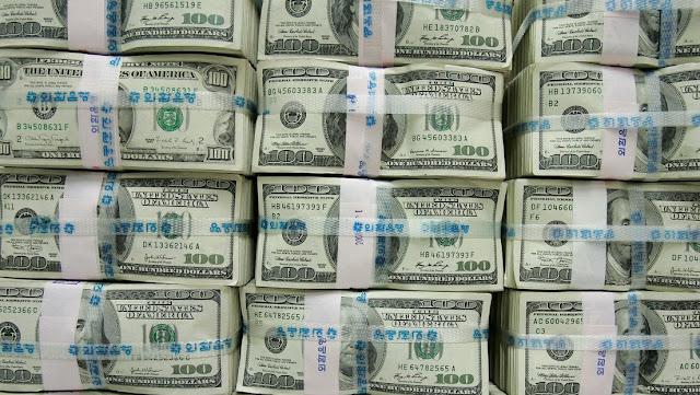 """Ex alto ejecutivo del FMI: un """"evento explosivo"""" podría hacer colapsar el mercado del dólar"""