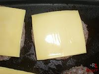 Poniendo el queso a la carne
