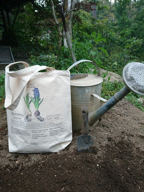 The hyacinth canvas tote bag is looking better even gets dirt by soil and mud.