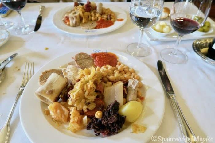 Lhardy 重厚なテーブルセットで食べるマドリードの老舗ラルディのコシード