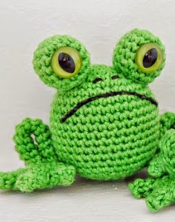 http://translate.google.es/translate?hl=es&sl=en&tl=es&u=http%3A%2F%2Fsmartapplecreations.blogspot.ca%2F2014%2F04%2Ffree-pattern-fred-frog-tasuta.html