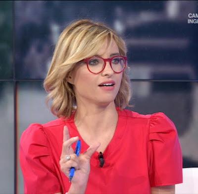 maglietta rossa conduttrice Monica Giandotti foto con gli occhiali