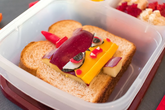 How to make a LEGO Unikitty School Lunch