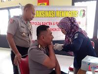 Biddokkes Polda Banten Berikan Vaksin Menginitis kepada Personil SPN Mandalawangi