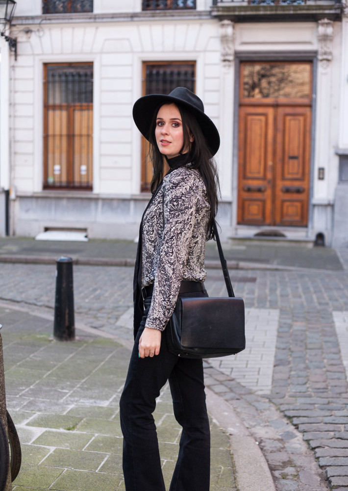 Outfit: 70s in wide brim hat, paisley blouse and flares