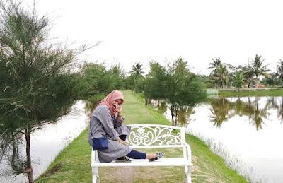 Spot Bangku Danau